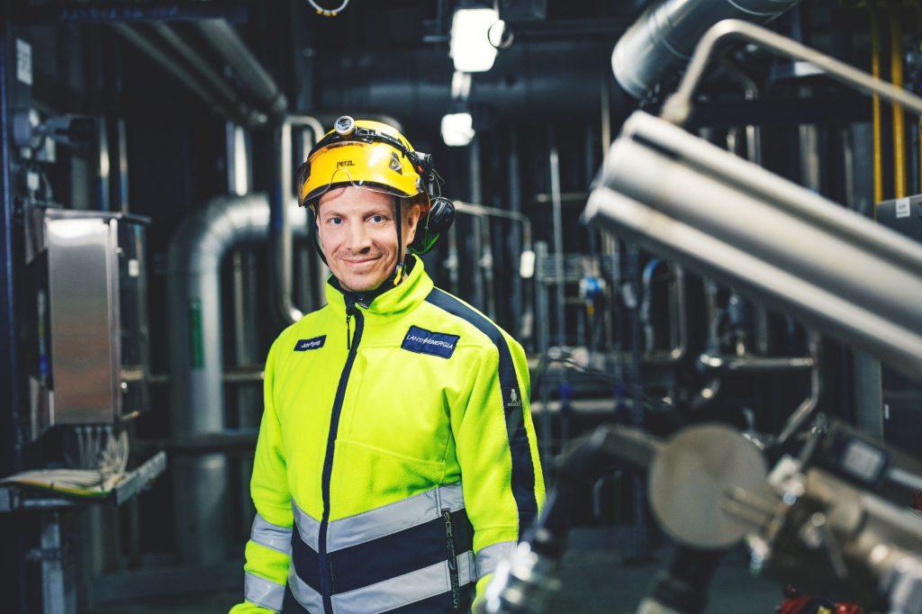 Vuoromestari työssään Kymijärven voimalaitoksella